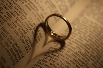 choosing a ring - Christian Wedding Rings